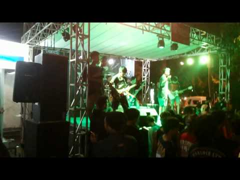 HEGEMONI live at OPENING TRUNK DICEY (BURGERKILL - UNDER THE SCARS and DEAD SQUAD - PASUKAN MATI)