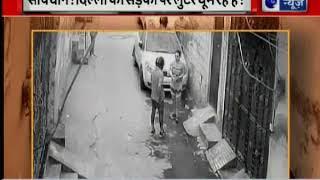 Delhi: CCTV video of bike rider snatching chain from women in streets - ITVNEWSINDIA