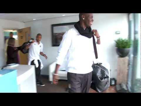 FUNNY Mario Balotelli BOO! Joking Mario surprise - City Favourites
