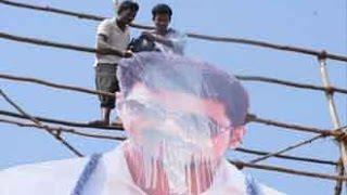 Vijay Fan Falls Down from Theatre Roof, Dies   Vijay's 'Kaththi'