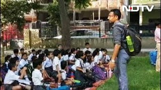 फीस बढ़ाने से अभिभावक- छात्र नाराज - NDTVINDIA