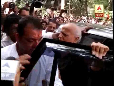 Sanjay Dutta reaches TADA court to surrender himself