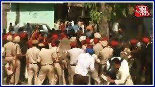Amritsar हादसे के घटनास्थल पर आज फिर जुटे लोग, पुलिस वालों पर किया पथराव | Breaking News - AAJTAKTV