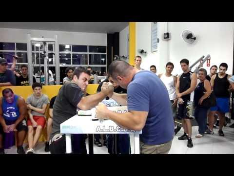 Bruno Moisés x Gigante- Luta de Braço Indaiatuba- 16/12/2011- 2ª Luta