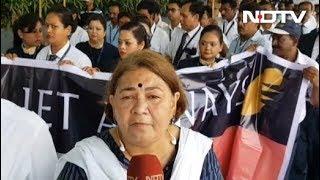 कोलकाता एयरपोर्ट पर जेट एयरवेज के कर्मचारियों का मौन प्रदर्शन - NDTVINDIA