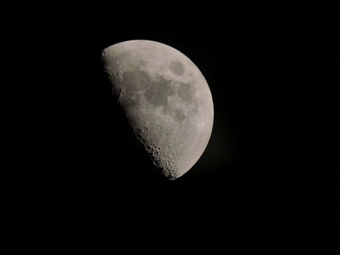 Backyard Astronomy - The moon in 4K (Skywatcher 130 pds telescope)