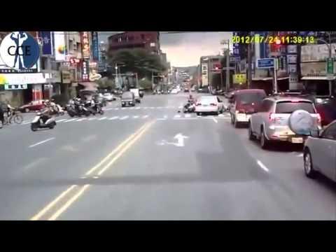 Những pha tai nạn ô tô kinh khủng nhất ,clip.xqnb.net