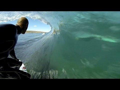 GoPro na surfingu. Ujęcia z wnętrza fali są niesamowite