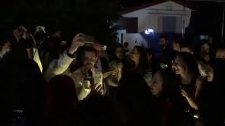 سعد رمضان يتحدى الأمطار ويتابع حفله دون فرقة في صيدا