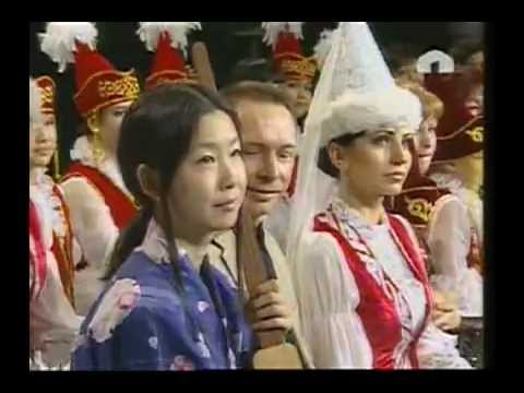 Japanese girl singing in Kyrgyz. Sayaka