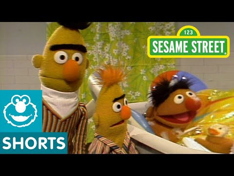 Sesame Street: Bert And Ernie Water Sports