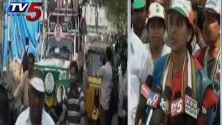 "MLA Sudheer Reddy's Wife Kamala Reddy ""Door to Door"" Campaign - TV5NEWSCHANNEL"