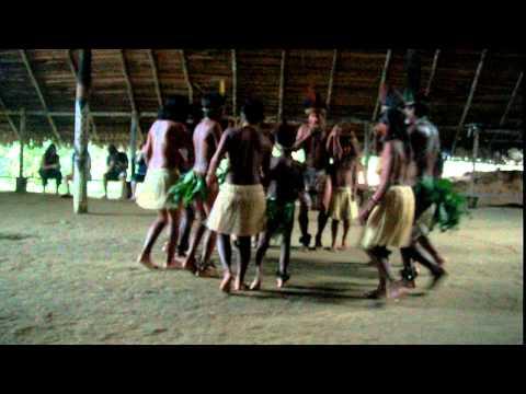 Dança de Tribo de indios na Amazonia