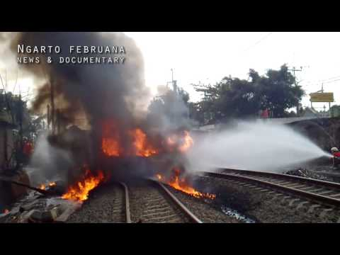 BINTARO TRAGEDY: Train hit a oil tank truck in Jakarta