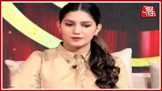 Kumar Vishwas के साथ KV सम्मलेन के मंच पर Sapna Chaudhary की धमाल, Manoj Tiwari ने छेड़ी ताल - AAJTAKTV