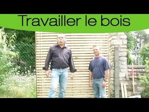 Comment clôturer sa cours avec des panneaux en bois ?