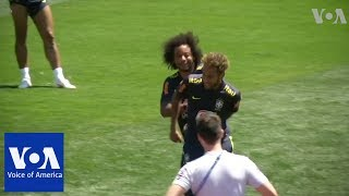 Brazil's Neymar, Coutinho Egged During World Cup Practice - VOAVIDEO