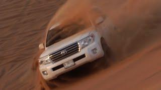 تجربة قيادة تويوتا لاند كروزر بصحراء دبي تُبهر فريق قناة درايف