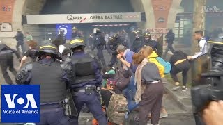 Police use teargas and batons to suppress demonstrators in Paris, France - VOAVIDEO