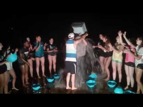 Claude Surprenant réalise le défi Ice Bucket Challenge