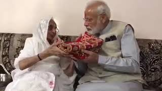 Lok Sabha Election 2019 Phase 3 Voting Day: PM Narendra Modi received gift from Mother in Ahmedabad - NEWSXLIVE