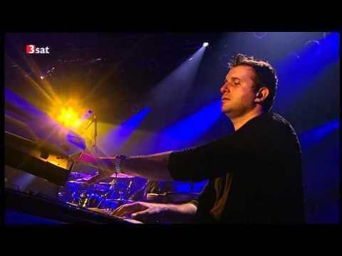 George Duke & Band - A Fonk Tail / Old Skool Medley (32. Leverkusener Jazztage 2011, Germany) - taka lekcja muzyki funk na naszym festiwalu byłaby wspaniała
