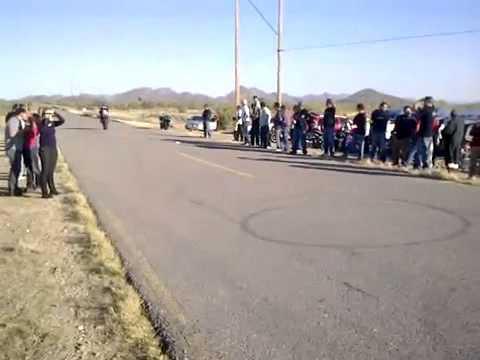 Sorprendentes Acrobacias En Motos Deportivas De Lujo   Motos De Carreras Haciendo Canguro
