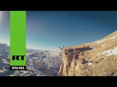 El salto base desde una montaña de 4.000 metros en Daguestán