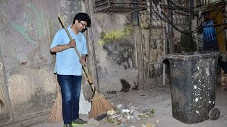 Prasoon Joshi joins clean India Campaign - BOLLYWOODCOUNTRY
