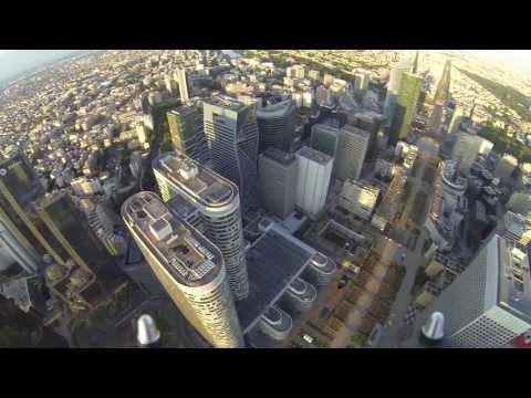 GoPro na dronie - widok na Paryż