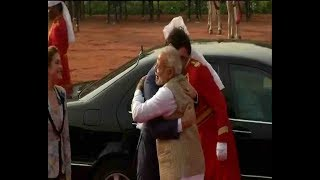 PM Modi hugs and welcomes Canadian PM Justin Trudeau at Rashtrapati Bhawan - ABPNEWSTV