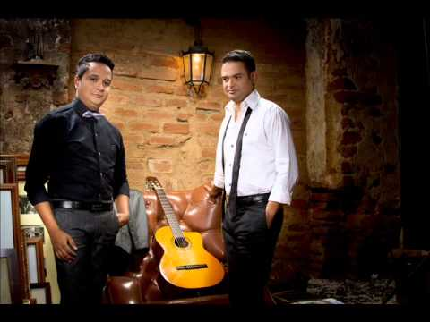 LOS HERMANOS CARRILLO - GALLO DE RIÑA