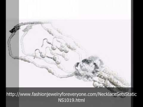 FashionJewelryForEveryone.com Porm Dangling White Flower Pendant Pearls Necklace Set