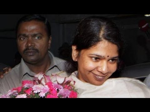 Kanimozhi leaves jail, greeted by fireworks at home