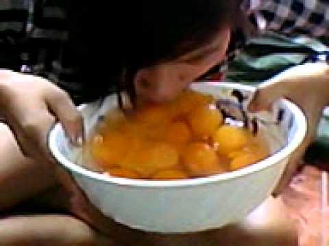 Clip cô gái húp 20 trứng vịt sống ở Gia Lai