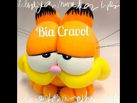 Bia Cravol ensinando a modelar o Cofrinho do Garfield