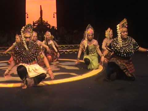 Mak Yong 2011 - Raja Bongsu Sakti by Faculty of Music ( Part 3)