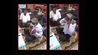 On cam: Karnataka minister seen holding Paduka of a pontiff - TIMESOFINDIACHANNEL
