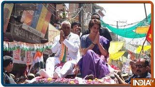 Priyanka Gandhi Vadra holds roadshow in Jhansi - INDIATV