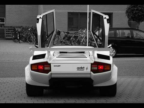 Incredible Loud Lamborghini Countach LP5000 S (Vs. Corvette C5 w/ Straightpipes)