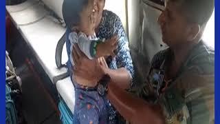 Kerala Flood: Pregnant Lady Rescued In Critical Condition, गर्भवती के लिए 'देवदूत' बने सेना के जवान! - ITVNEWSINDIA