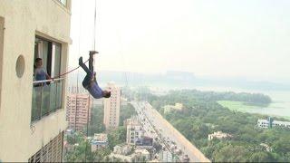 Watch Rannvijay performing Live Stunt for Pukaar - IANSINDIA