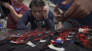 بالفيديو: ابتكار سترة ذكية تُعيد للصم شعورهم بالأصوات