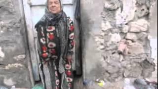 عجوز تعيش حياتها بين القمامة والحيوانات بعد أن هجرها أولادها