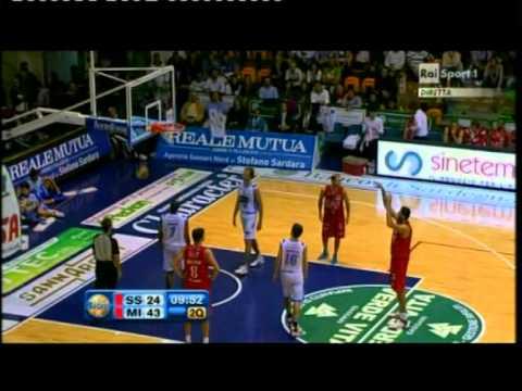 Banco di Sardegna Sassari vs EA7 Emporio Armani Milano 60-88 (Lega Basket A # Giornata 4 # 30/10/11)