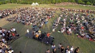 Tausende Musiker covern