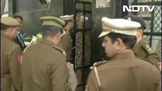 मुख्य सचिव के साथ मारपीट : पुलिस पहुंची CM केजरीवाल के आवास - NDTVINDIA