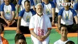 देहरादून में 55 हजार लोगों के साथ पीएम मोदी ने किया योग - NDTVINDIA