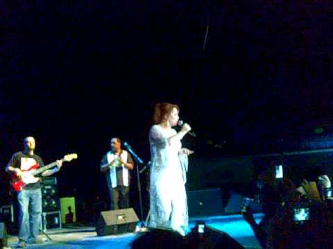 Sheena Easton live