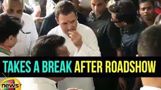 Rahul Gandhi Takes a Break After Roadshow in Bhopal, Madhya Pradesh | #RahulGandhiYatra | Mango News - MANGONEWS
